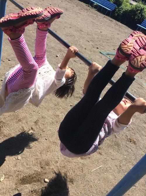 現在、子ども達は逆上がりの練習中。子どもの成長の様子も、しっかり見届けられることがうれしい!