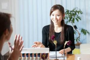 Q4:事業を始めて、最初の仕事について教えて下さい。
